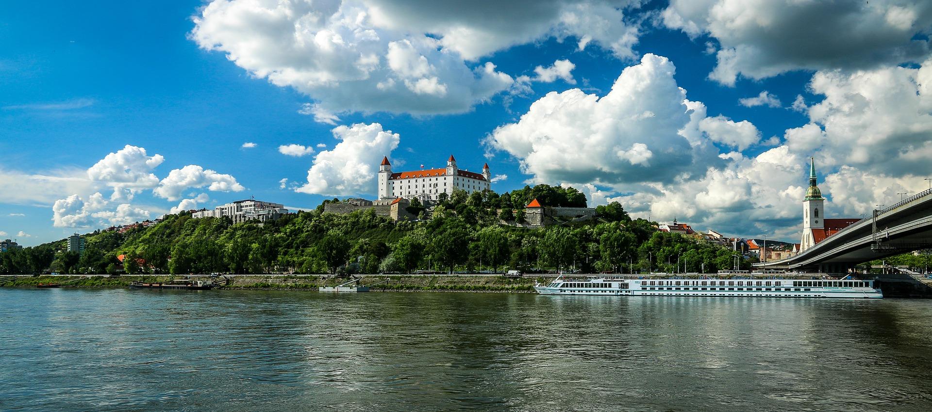 bratislava-1768975_1920